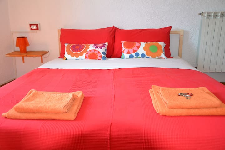 Guesthouse - Red room