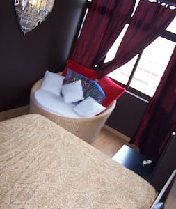 Charming and Quiet, king bed & full amenities - Amadora - Lejlighed