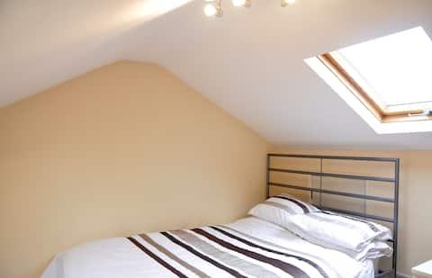 Comfy Loft - Room at the Top