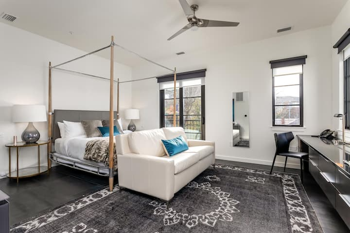 121 Hotel | Jurny  | Touchless Penthouse with Balconet