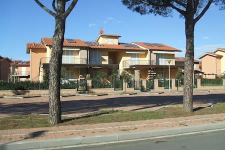 Bilocale 900mt. dal mare in Toscana - Wohnung