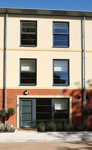 Farnborough , Wallis Square(Three bedroom)