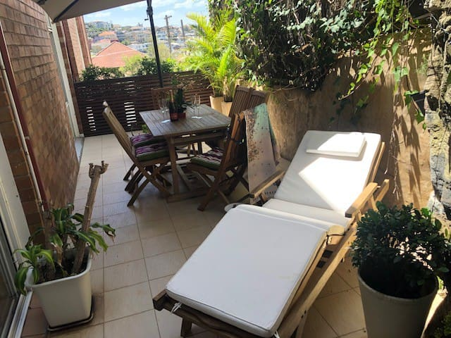 BRONTE Beach Oasis ,Private ,Parking,Large Balcony