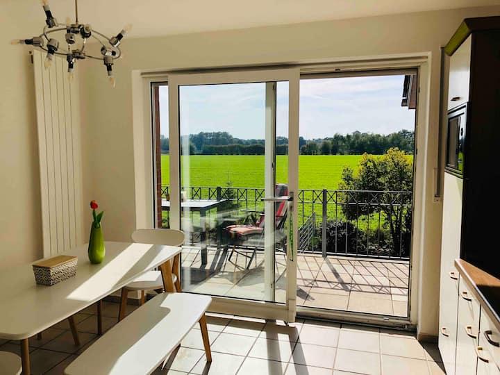 Modernes Apartment, ruhig, Top-Aussicht,gr. Balkon