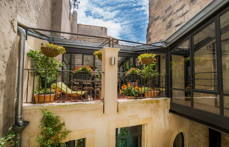 Sunny designer house + patios and terrace - Arles - Huis