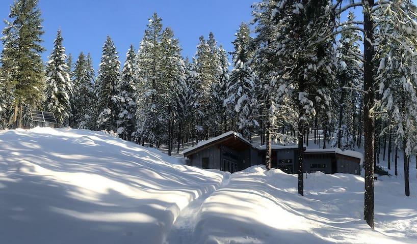 Modern Off-Grid Mountain Cabin near Leavenworth WA