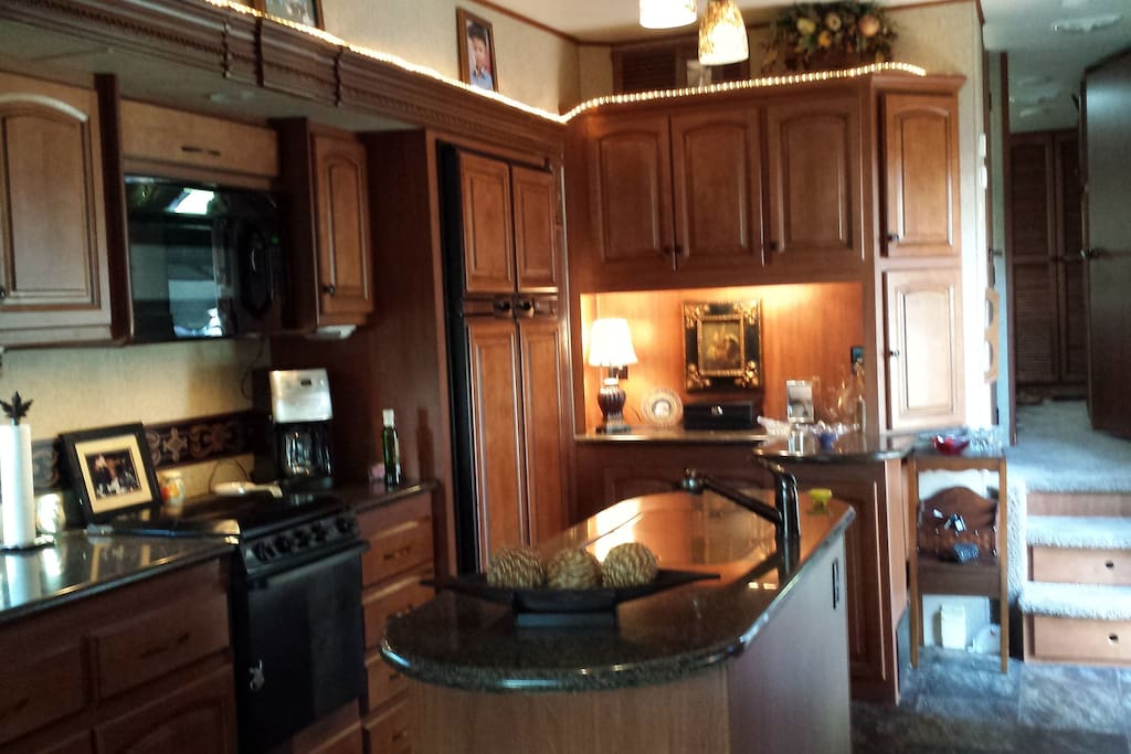 Kitchen in Coach, granite island and countertops.