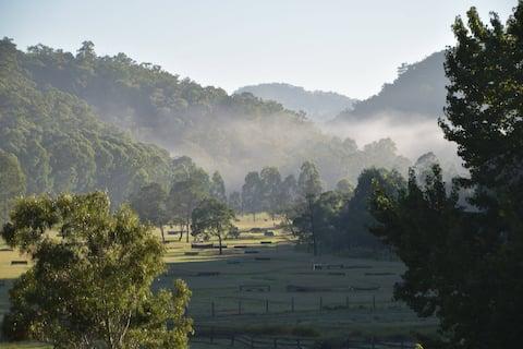 Fernances Creek Farmstay: Sleep in a Vineyard