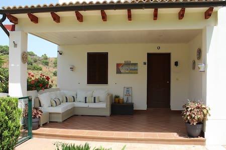 Villa moderna - vistas hermosas, piscina privada