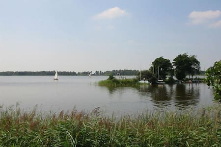 Stacaravan met waterfiets, kano, boot in Friesland
