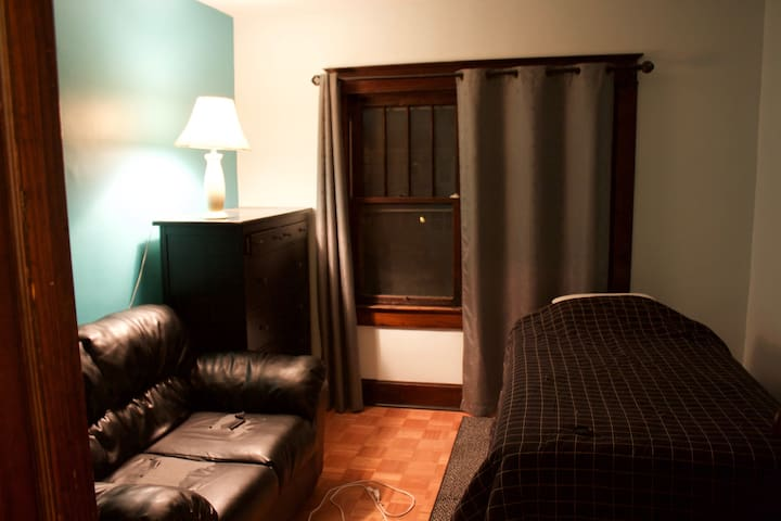 Private Room One Mile from Mass Ave - Indianapolis