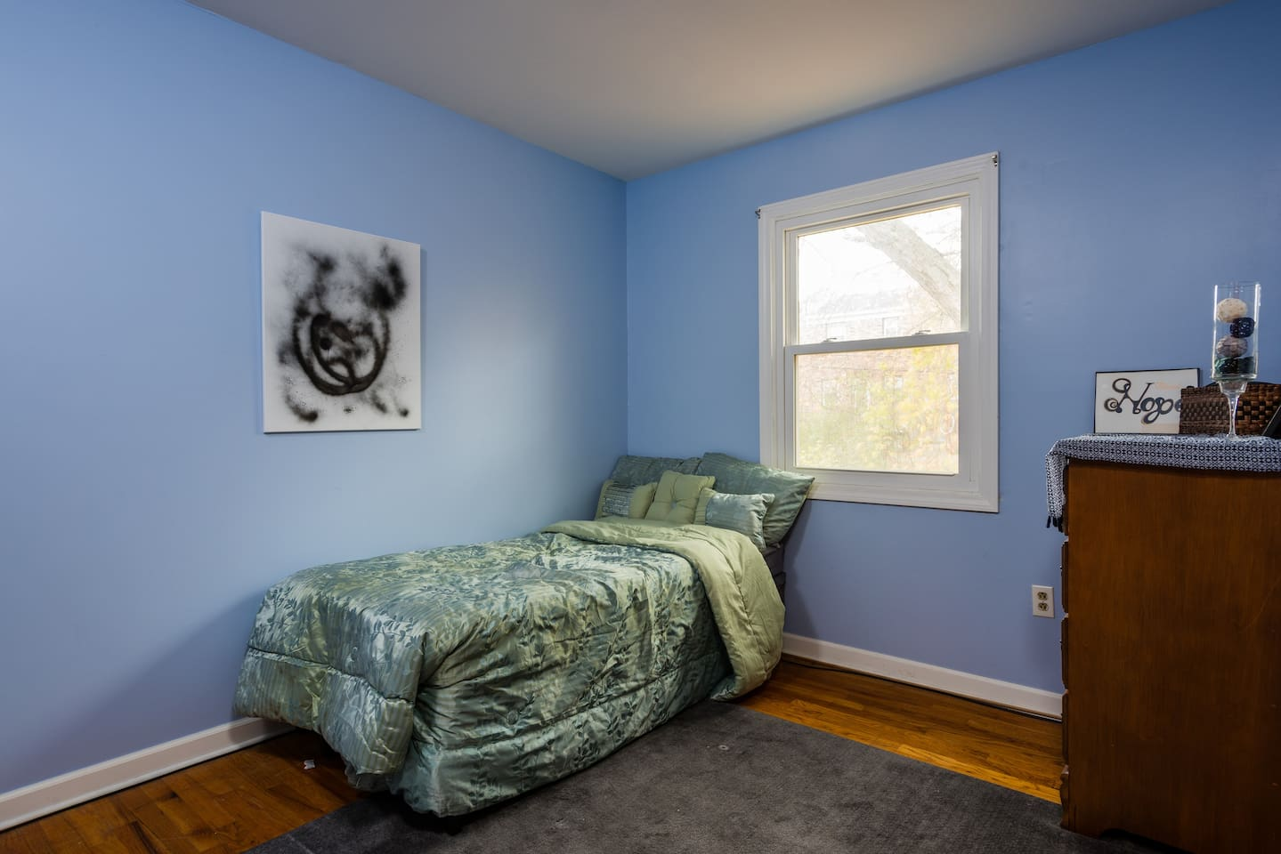 Cozy Blue Room near State Capitol