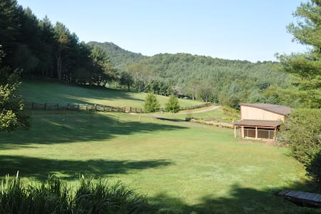 Friendly Farm Vacation on 68 Acres! - Jefferson - House