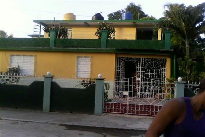 Villa Aurora - Bayamo - บ้าน