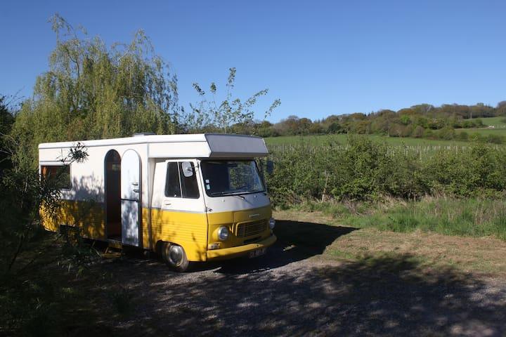 Vintage J7 Peugeot Campervan - 'Vincentine' - North Brewham - Kamp Karavanı/Karavan