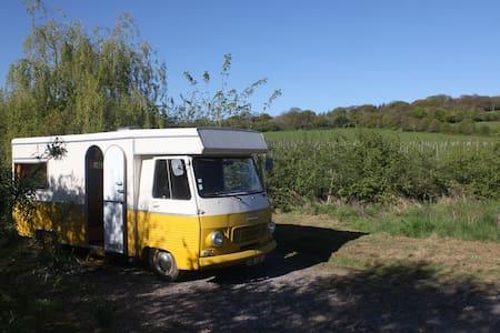 Vintage J7 Peugeot Campervan - 'Vincentine' - North Brewham - Wohnwagen/Wohnmobil