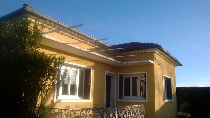 villa individuelle avec jardin  - Jonquières - House
