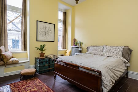 Victorian rowhouse - private room 2 - Troy - Bed & Breakfast