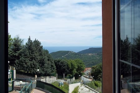Room & Breakfast  con vista mare - Vezzi Portio - Penzion (B&B)