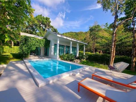 Harlow Pool Villa