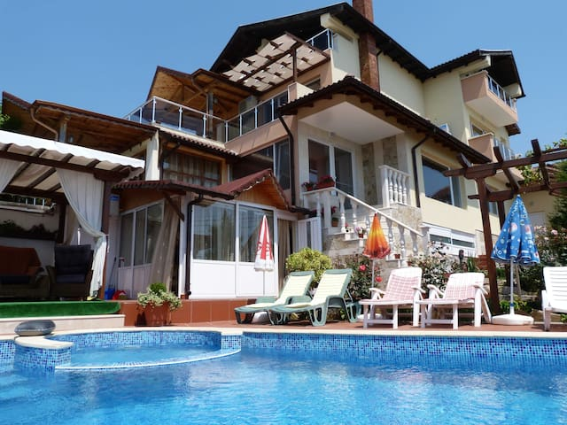 "Holiday Villa ""SEA ESTA"" in Balchik - Balchik - Ev"