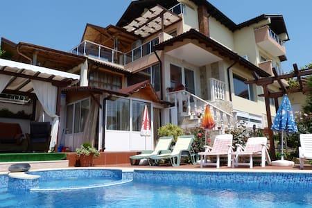 """Holiday Villa """"SEA ESTA"""" in Balchik - Balchik"""