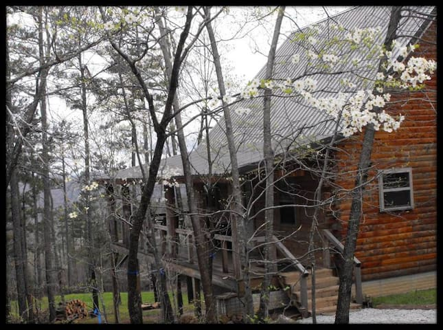 Deer Lodge Cabin Rentals, Dogwood Cabin