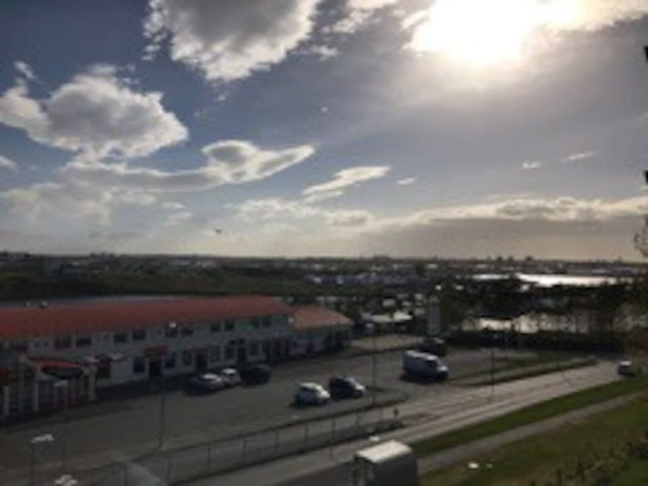 An Amazing view over Reykjavík, Cosy home in the 15 min from DOWNTOWN REYKJAVIK ICELAND of This spacious is 88 square meters.On 3 floor