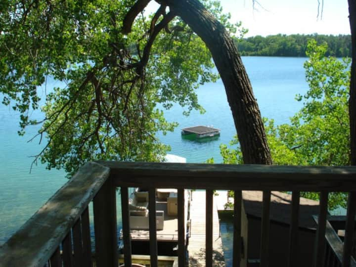 Lakefront Cottage. Weekly Sat to Sat July & August