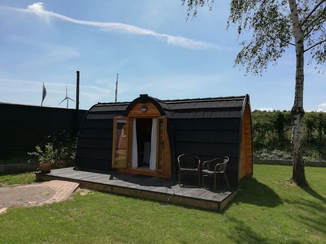 'Living on Water' Tiny summerhouse