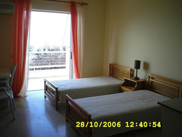 Rooms for Rent in Artaki - Euboea - Nea Artaki - Apartamento