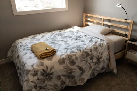 Cozy bedroom in brand new home near airport