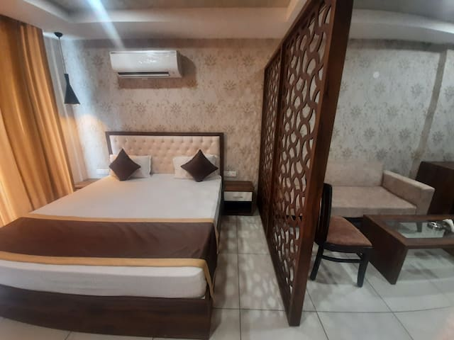 King Size Big Bed 72×75 For your Comfortable Stay With 4to5 Person's Sitting With Partisan. Basic Pentry With Refrigerator Microwave Sandwiche Maker Elect Cattle Cutarlies and Tea Coffee Lemon Tea 2×1LTR Water Bottles Light Snacks All Complimentary.