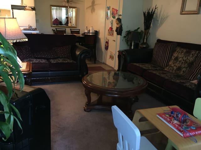 Crash on Couch - Los Angeles - Apartament
