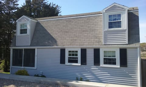 Relaxing summer cottage respite in Pocasset