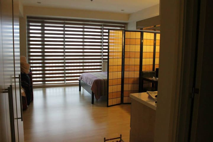 Condo for 2 near Shangrila & Mega Mall. - Mandaluyong - Condominium