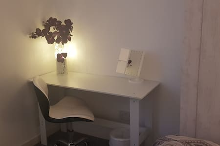 Double room in a quiet area close to city centre!