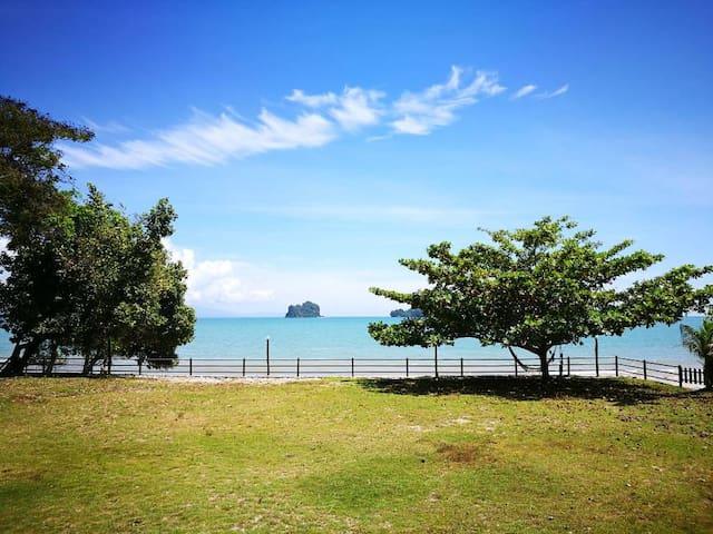Sri Ketapang by the Beach- Teratak Mira