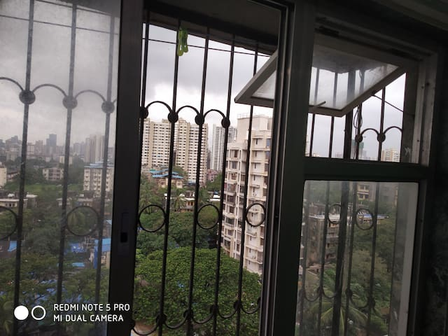 Single room in Goregaon West Mumbai Prime location