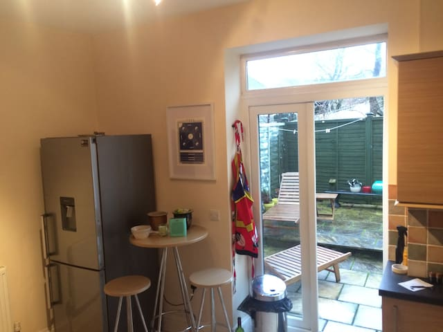 3 bed house in Southville, near North Street - Bristol - Talo