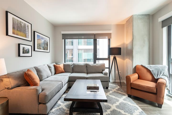 Luxury Downtown 2BR  with Amazing Amenities