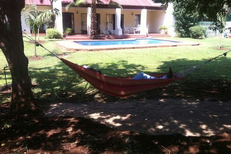 Double ensuite  pool, Garden view - Bulawayo - Dům