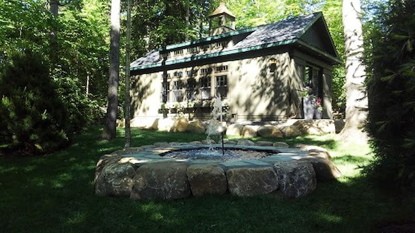 Bear's Cottage Mirror Lake Drive, Lake Placid, NY