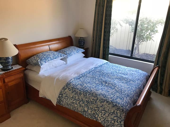 Queen Size Rooms close to Joondalup, ECU, beaches