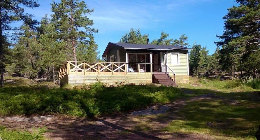 Cozy cabin, BIG terrace, sauna. Peaceful place! - Sund - Cabin