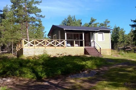 Cozy cabin, BIG terrace, sauna. Peaceful place! - Sund - Kabin