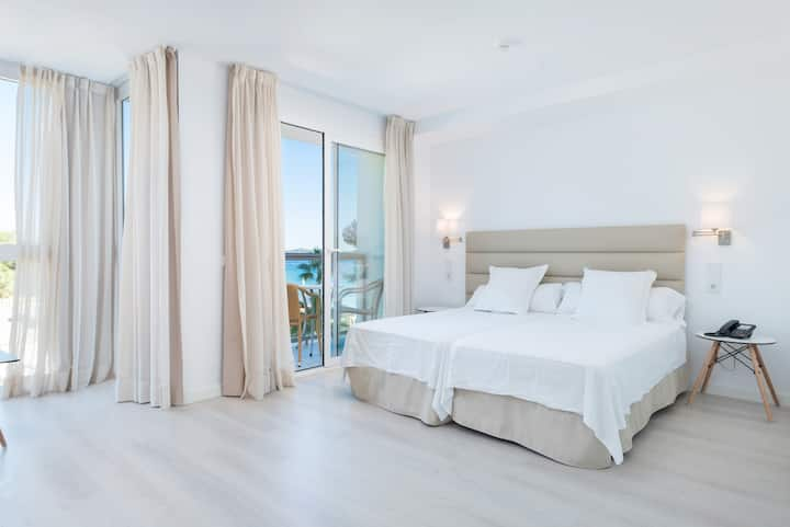 Apartment with shared pool, near the beach