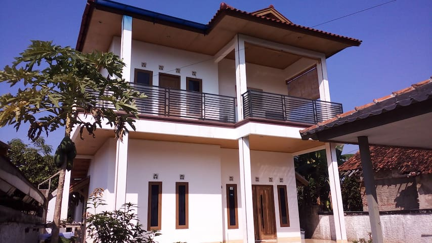 Rumah Lona and Milan - air conditioned bedroom 1 - Cimaja - House