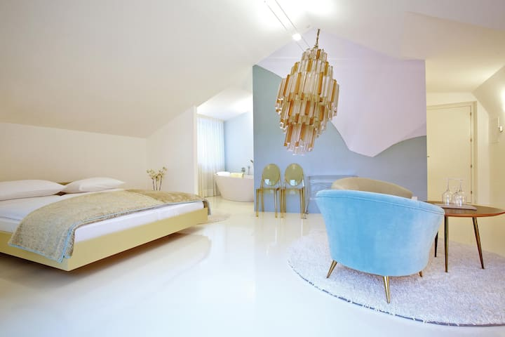 Boutique design hotel imperialart bed and breakfasts for Hotel meran design