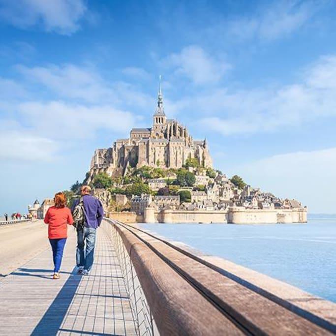 situé à 12 km du Mont Saint Michel